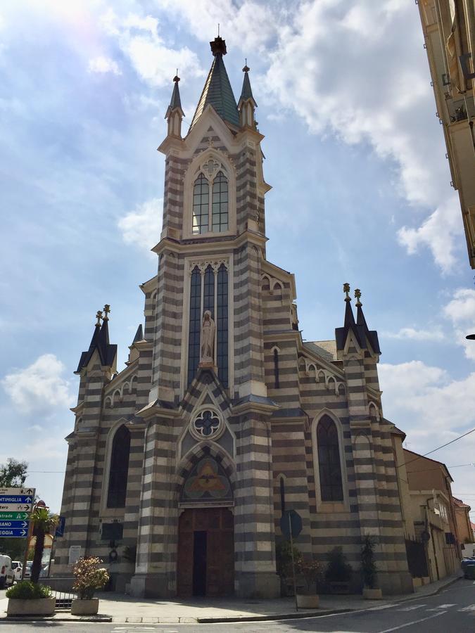 kerk Savona, bloemenrivièra, Italië